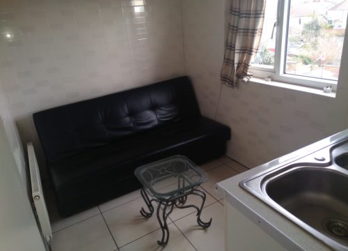 Studio flat for rent on Indus Road, Charlton